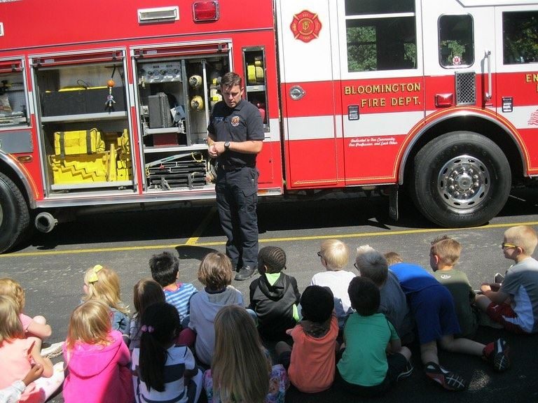 BFD Firefighter speaking with Oakland students